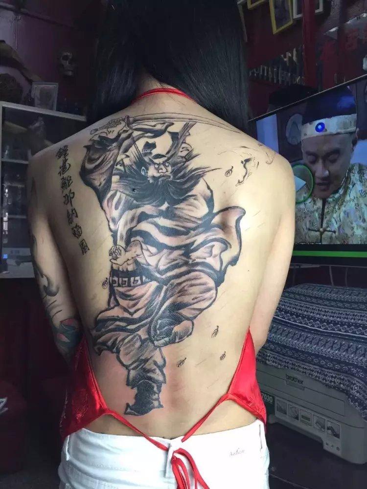 最新最全心形脖子上纹身图案女大