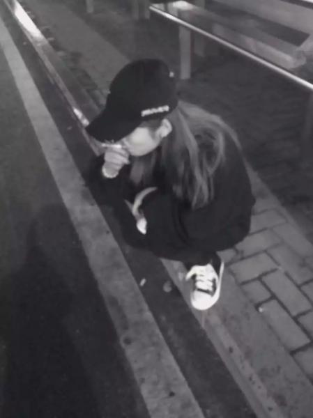 抽烟不是因为寂寞,是逗比